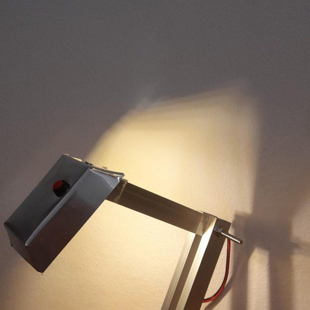 Izrada stolne svjetiljke, 7.razredi, materijal: lim, led žarulja, vodiči, baterije